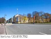 Купить «Адмиралтейская набережная с видом на здание Адмиралтейства. Санкт-Петербург», фото № 33819792, снято 9 мая 2020 г. (c) Сергей Афанасьев / Фотобанк Лори