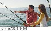 Купить «Side view of a Caucasian man and his teenage daughter fishing on boat », видеоролик № 33819808, снято 4 февраля 2020 г. (c) Wavebreak Media / Фотобанк Лори