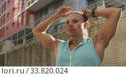 Купить «Sporty Caucasian woman fixing her ponytail outdoor», видеоролик № 33820024, снято 8 августа 2019 г. (c) Wavebreak Media / Фотобанк Лори
