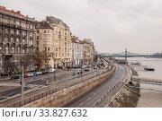 The embankment of the river Danube in Budapest (2016 год). Редакционное фото, фотограф Алеся Дмитриенко / Фотобанк Лори