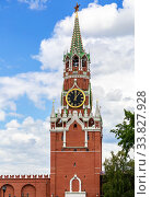 Купить «View of the Spasskaya tower of the Moscow Kremlin», фото № 33827928, снято 9 июля 2019 г. (c) FotograFF / Фотобанк Лори