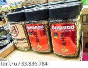 Bushido premium coffee on the shelf in supermarket (2019 год). Редакционное фото, фотограф FotograFF / Фотобанк Лори