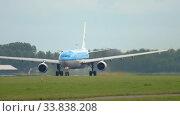 Купить «KLM Airbus A330 departure», видеоролик № 33838208, снято 25 июля 2017 г. (c) Игорь Жоров / Фотобанк Лори