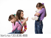 Купить «Мама грозно разговаривает с дочкой которая обидела другую дочь», фото № 33838488, снято 15 мая 2020 г. (c) Иванов Алексей / Фотобанк Лори