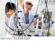 Young scientists working in chemical laboratory. Стоковое фото, фотограф Яков Филимонов / Фотобанк Лори
