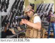 Купить «men in army uniform with gun in military market», фото № 33838756, снято 4 июля 2017 г. (c) Яков Филимонов / Фотобанк Лори