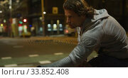 Купить «Caucasian male doing sport in a street in the evening», видеоролик № 33852408, снято 25 июня 2019 г. (c) Wavebreak Media / Фотобанк Лори