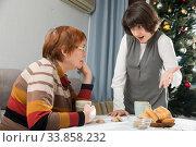Купить «Adult woman quarreling with elderly mother», фото № 33858232, снято 5 июня 2020 г. (c) Яков Филимонов / Фотобанк Лори