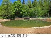 Купить «Пожарный водоем на территории садового товарищества», фото № 33858516, снято 25 мая 2020 г. (c) Елена Коромыслова / Фотобанк Лори