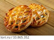 Купить «Puff pastries with spinach and goat cheese on wooden surface», фото № 33865352, снято 5 июня 2020 г. (c) Яков Филимонов / Фотобанк Лори