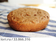 Freshly baked homemade whole grain bread. Round loaf. Стоковое фото, фотограф Кристина Сорокина / Фотобанк Лори