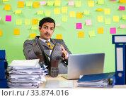 Купить «Businessman having trouble with his priorities», фото № 33874016, снято 23 мая 2018 г. (c) Elnur / Фотобанк Лори