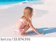 Купить «Adorable little girl have fun at tropical beach during vacation», фото № 33874916, снято 15 апреля 2014 г. (c) Дмитрий Травников / Фотобанк Лори