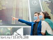 Young couple in international airport looking at the flight information board. Стоковое фото, фотограф Дмитрий Травников / Фотобанк Лори