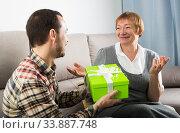 Son giving present to mother. Стоковое фото, фотограф Яков Филимонов / Фотобанк Лори