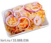 Купить «Sauerkraut with carrots and onion in plate», фото № 33888036, снято 2 июня 2020 г. (c) Яков Филимонов / Фотобанк Лори
