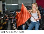 Купить «Girl holding red flag at kart racing track», фото № 33901580, снято 6 июля 2020 г. (c) Яков Филимонов / Фотобанк Лори