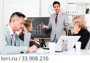 Businessman feeling angry to coworkers. Стоковое фото, фотограф Яков Филимонов / Фотобанк Лори