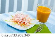Healthy breakfast with fresh carrot salad. Стоковое фото, фотограф Яков Филимонов / Фотобанк Лори