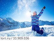 Dynamic portrait of the girl throw snow in air. Стоковое фото, фотограф Сергей Новиков / Фотобанк Лори
