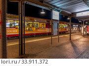Stadtbahn Halt - nachts. Стоковое фото, фотограф Zoonar.com/CGI / age Fotostock / Фотобанк Лори