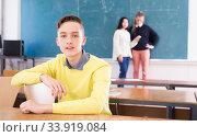 Купить «Portrait of young guy student in audience, female students», фото № 33919084, снято 9 марта 2020 г. (c) Яков Филимонов / Фотобанк Лори