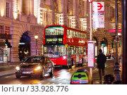 Купить «LONDON - NOVEMBER 17, 2016: Piccadilly Circus with Routemaster diesel-electric hybrid double deck bus», фото № 33928776, снято 17 ноября 2016 г. (c) Nataliia Zhekova / Фотобанк Лори