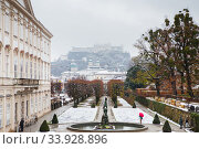 Views to hohensalzburg fortress from mirabell gardens (2018 год). Редакционное фото, фотограф Nataliia Zhekova / Фотобанк Лори