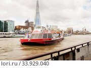 LONDON - AUGUST 19, 2017: City Cruises tour boat on River Thames. Редакционное фото, фотограф Nataliia Zhekova / Фотобанк Лори