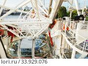 LONDON - AUGUST 19, 2017: London Eye or Millenium Wheel on South Bank of River Thames in London. Редакционное фото, фотограф Nataliia Zhekova / Фотобанк Лори