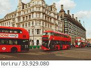 LONDON - AUGUST 19, 2017: Red London Buses in London, the UK. Редакционное фото, фотограф Nataliia Zhekova / Фотобанк Лори