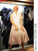 Купить «London, United Kingdom - August 24, 2017: Marilyn Monroe in Madame Tussauds», фото № 33929156, снято 24 августа 2017 г. (c) Nataliia Zhekova / Фотобанк Лори