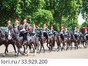 Famous London Horse Guards. Changing of the guards ceremony at Buckingham Palace (2017 год). Редакционное фото, фотограф Nataliia Zhekova / Фотобанк Лори
