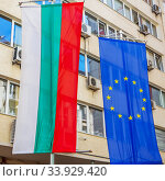 Bulgarian National Flag and European Union flag hang on an office building in the city of Sofia. Стоковое фото, фотограф Nataliia Zhekova / Фотобанк Лори
