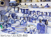 Close up of Christmas market stall in Vienna, Austria. Beautiful painted dishes (2018 год). Стоковое фото, фотограф Nataliia Zhekova / Фотобанк Лори