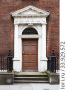 A brown door in Dublin, Ireland. Arched Georgian door house front. Стоковое фото, фотограф Nataliia Zhekova / Фотобанк Лори