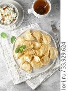 Dumplings, filled with cottage cheese. Russian, Ukrainian or Polish dish: varenyky, vareniki, pierogi, pyrohy. Стоковое фото, фотограф Nataliia Zhekova / Фотобанк Лори