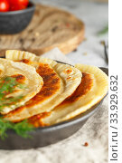 Купить «hot homemade pasties on a black dish served with tomatoes and dill», фото № 33929632, снято 7 мая 2019 г. (c) Nataliia Zhekova / Фотобанк Лори