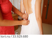 Dressing up the bride on wedding-day. Стоковое фото, фотограф Nataliia Zhekova / Фотобанк Лори