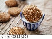 Купить «Oatmeal cookies with sesame seeds», фото № 33929808, снято 21 октября 2015 г. (c) Nataliia Zhekova / Фотобанк Лори