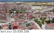 Aerial panoramic view of small Spanish town of Cuellar overlooking ancient fortified castle (2019 год). Стоковое видео, видеограф Яков Филимонов / Фотобанк Лори