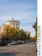 Купить «Колонны и балконы МПГУ», эксклюзивное фото № 33930676, снято 26 сентября 2014 г. (c) Наталья Федорова / Фотобанк Лори