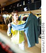Купить «Fashionable woman buys denim shirt», фото № 33940016, снято 12 июля 2020 г. (c) Яков Филимонов / Фотобанк Лори