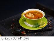 Купить «Суп рассольник с лимоном в зеленой чашке на черном столе», фото № 33941076, снято 6 июня 2020 г. (c) ирина реброва / Фотобанк Лори