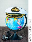 globe and compass, captain's cap, travel around the world concept. Стоковое фото, фотограф Константин Лабунский / Фотобанк Лори