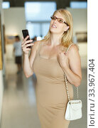 Купить «Woman taking photo in museum», фото № 33967404, снято 22 сентября 2018 г. (c) Яков Филимонов / Фотобанк Лори