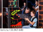 Nice boy and his father aiming laser guns. Стоковое фото, фотограф Яков Филимонов / Фотобанк Лори