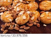 Almond biscuits and nuts. Стоковое фото, фотограф Яков Филимонов / Фотобанк Лори