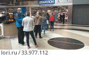Купить «Пункт выдачи онлайн заказов в магазине Декатлон, Санкт-Петербург», видеоролик № 33977112, снято 10 июня 2020 г. (c) Кекяляйнен Андрей / Фотобанк Лори