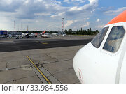 Schoenefeld, Germany, view of the apron of the airport Berlin-Schoenefeld (2019 год). Редакционное фото, агентство Caro Photoagency / Фотобанк Лори